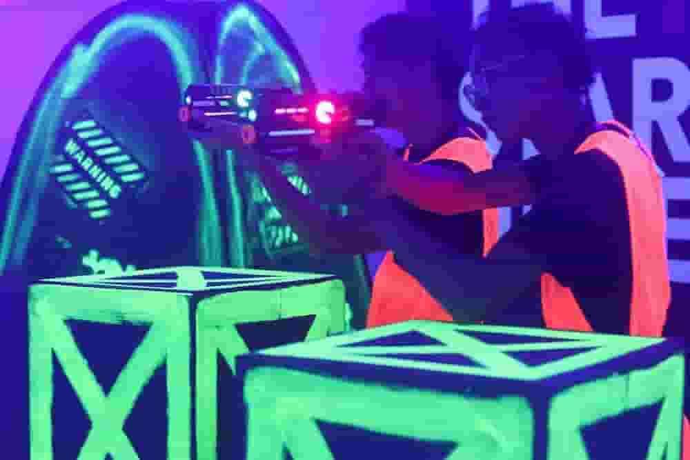 laser quest Singapore - fun gameplay
